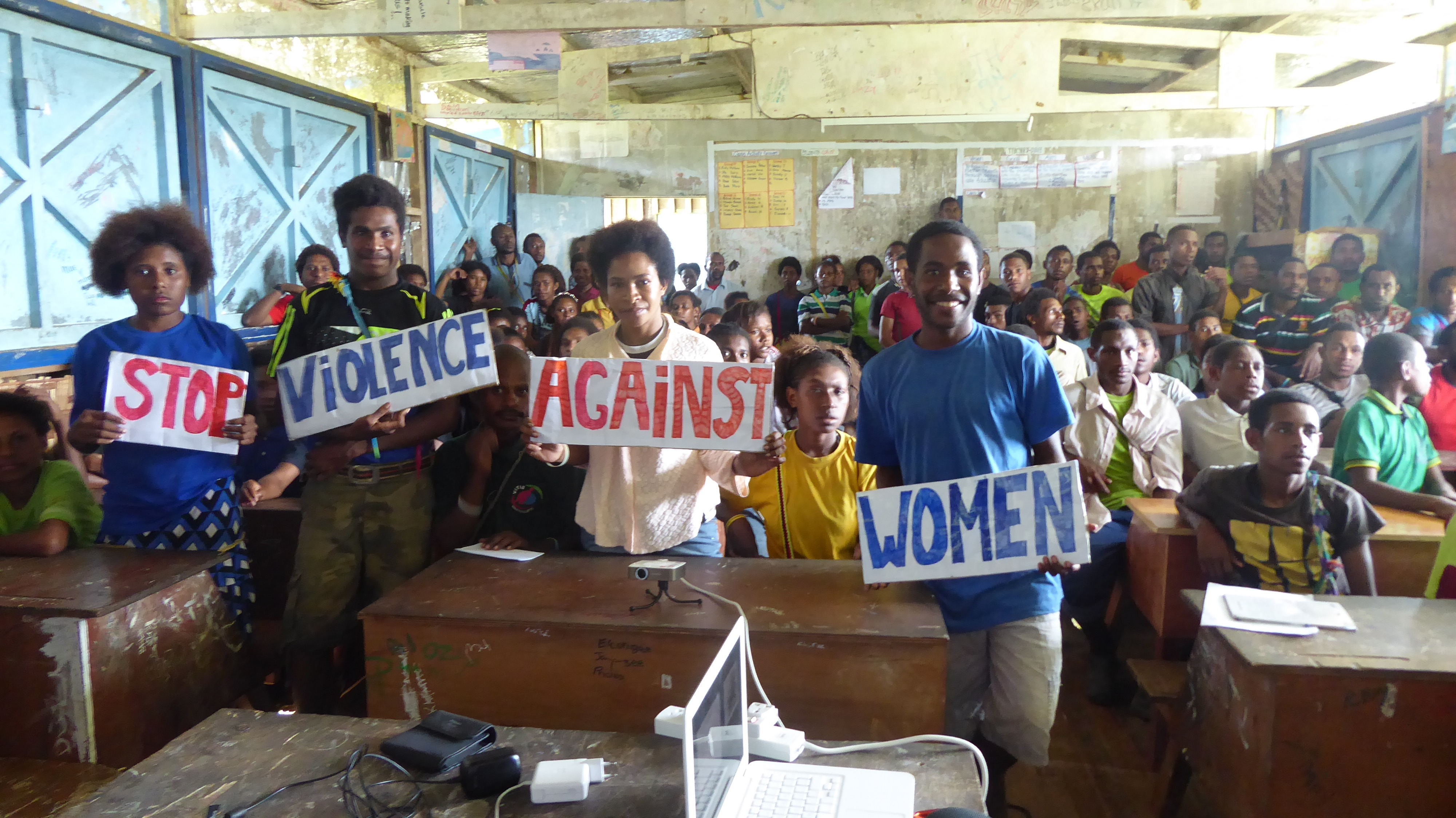 Bouw vrouwencentrum Kikori (deel 1)